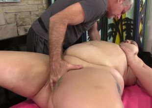 Mature Plumper rubdown
