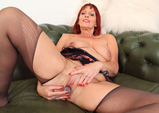 English cougar Beau's moist fanny..