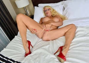 Canadian mummy Bianca drains with..