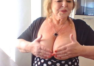 Aunt-in-law demonstrating off