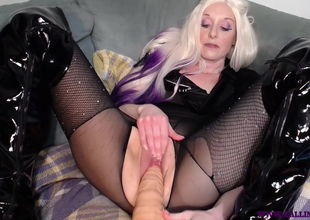 Teaser for Pumping That Labia 2