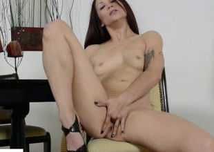 Katt Lowden Thumbs Cougar Honeypot
