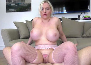 Mature ash-blonde cougar with hefty..