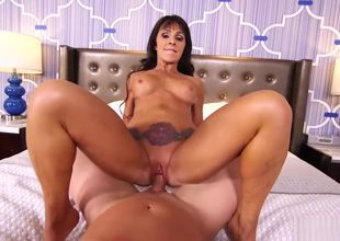 MomPov Laila - Fabulous brown-haired..