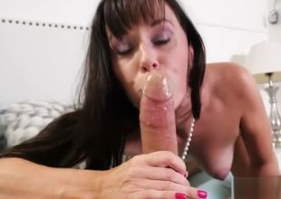 Dark haired cougar face screw and jism..