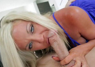 MommyBlowsBest Hotwife Wifey strikes..