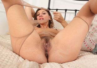 French cougar Chloe makes her mature..
